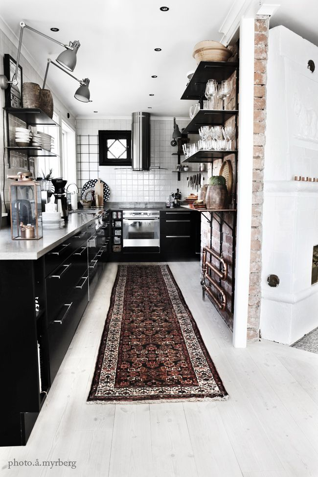 Black and ecletic kitchen design
